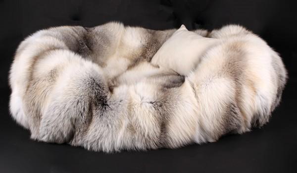 Dog Bed from Scandinavian Fawnlight Foxes (SAGA Fur)