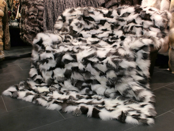 Shadow Fox Sides Fur Blanket black and white