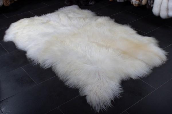 Alfombra de piel de oveja en blanco