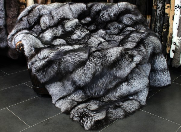TOP - LOT Silverfox Fur Blanket Copenhagen Fur 2014