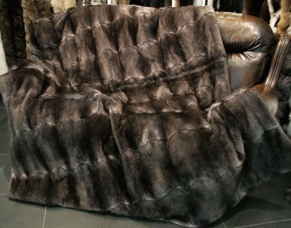 Muskrat dewlap fur blanket in grey
