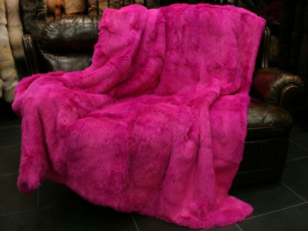 Long-haired rabbit fur blanket dyed pink