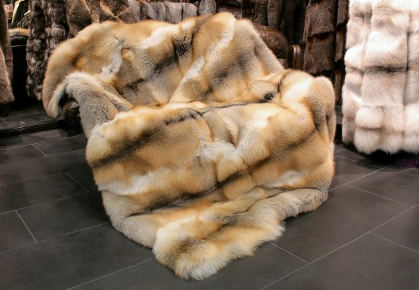 Golden island fox fur blanket - SAGA quality