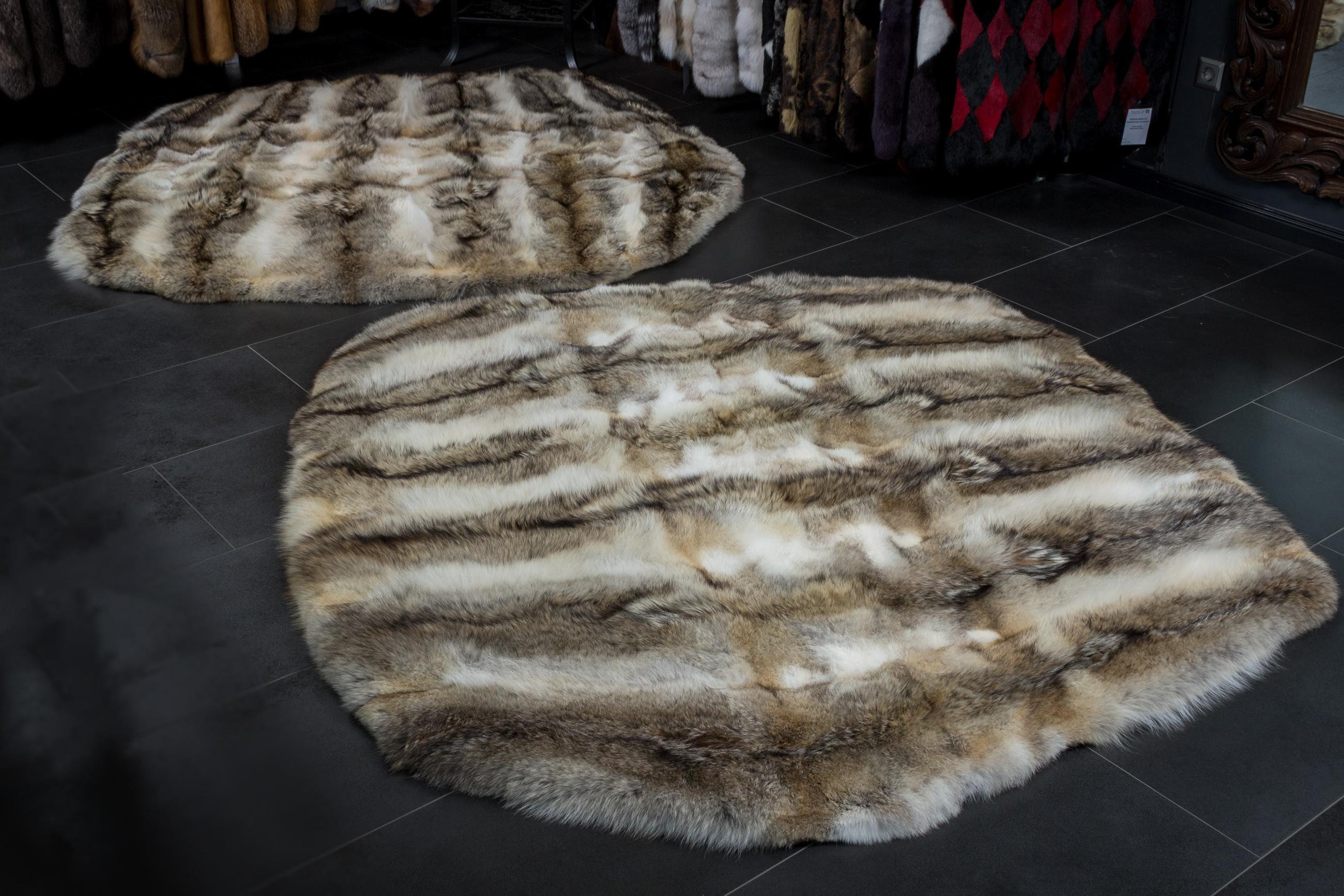 Canadian Coyote Fur Carpet Round Shape