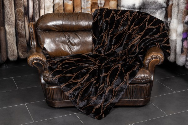 Real Fur Throw in black-brown