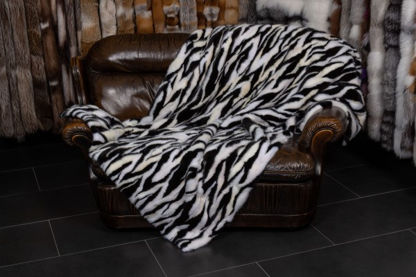 Minks Sides Real Fur Throw in black and white
