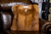 almohada hecha de piel de zorro rojo canadiense