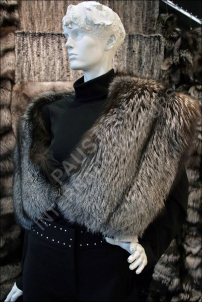 588 SAGA silver fox fur collar