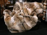 Manta de piel de coyote salvaje