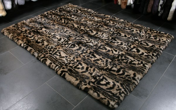 Special rabbit fur carpet in leoprint colours